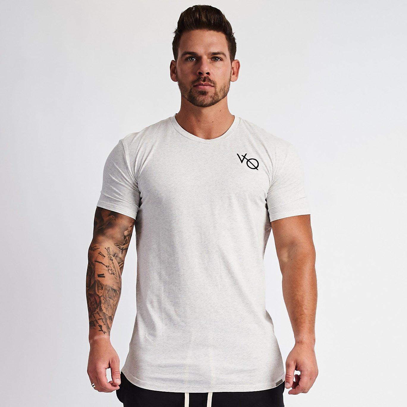 VANQUISH FITNES エッセンシャル Tシャツ